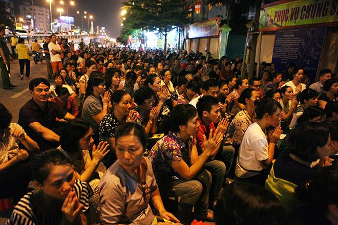 Hàng nghìn người ngồi kín chùa Phúc Khánh tụng kinh Vu Lan - 6