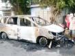Hàng chục thanh niên hỗn chiến trong đêm, đốt cháy ô tô 7 chỗ