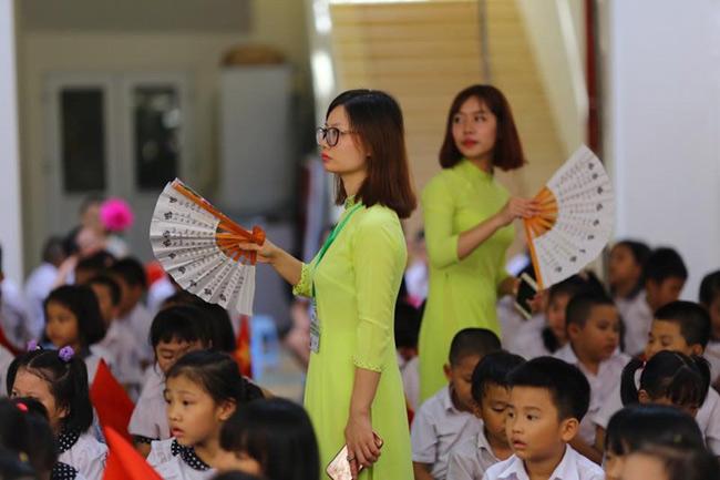Những hình ảnh đầu tiên về lễ khai giảng năm học mới trên cả nước - 12
