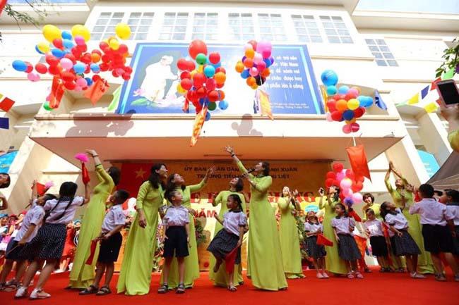 Những hình ảnh đầu tiên về lễ khai giảng năm học mới trên cả nước - 13