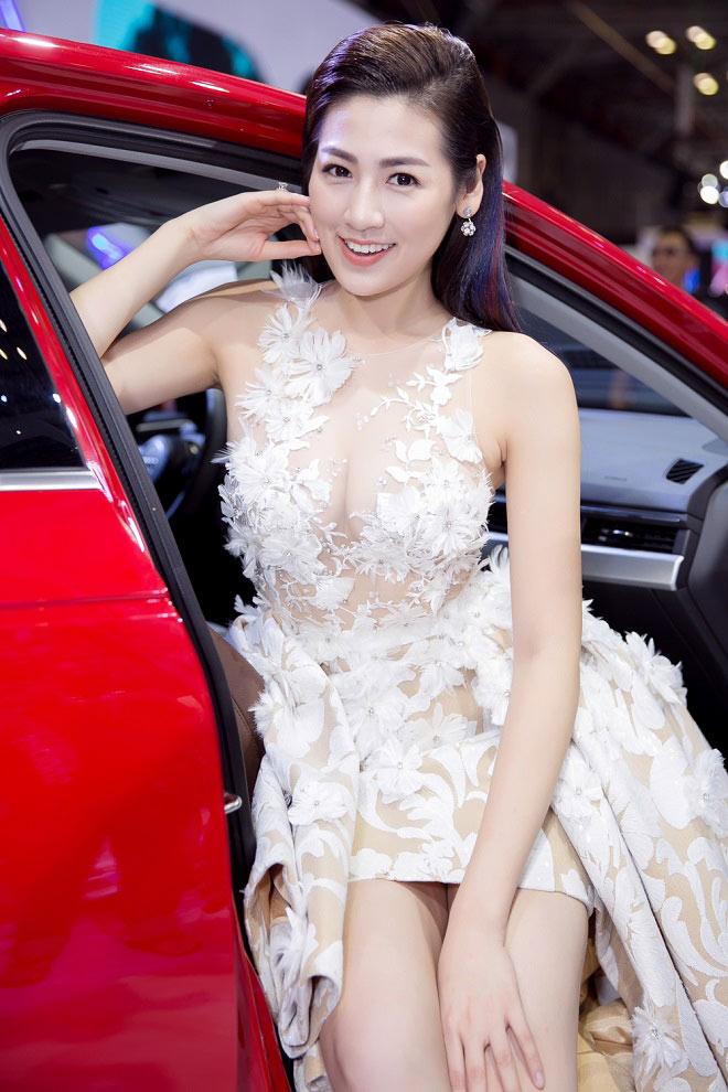 """11 bộ đầm sexy đẳng cấp của """"bạn gái Noo Phước Thịnh"""" - 4"""