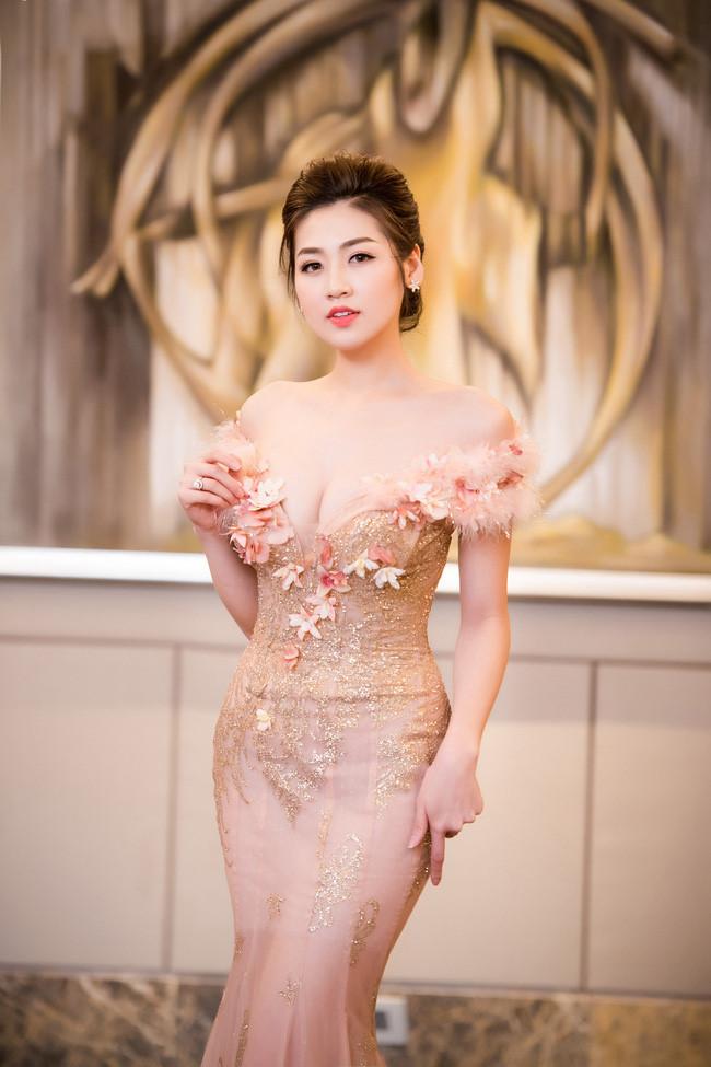 """11 bộ đầm sexy đẳng cấp của """"bạn gái Noo Phước Thịnh"""" - 7"""