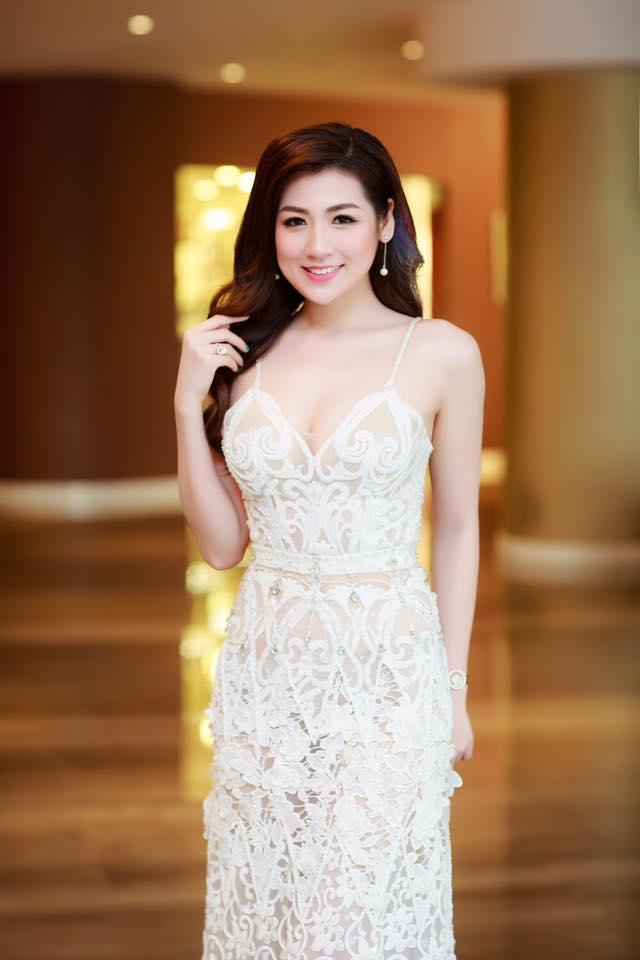 """11 bộ đầm sexy đẳng cấp của """"bạn gái Noo Phước Thịnh"""" - 8"""