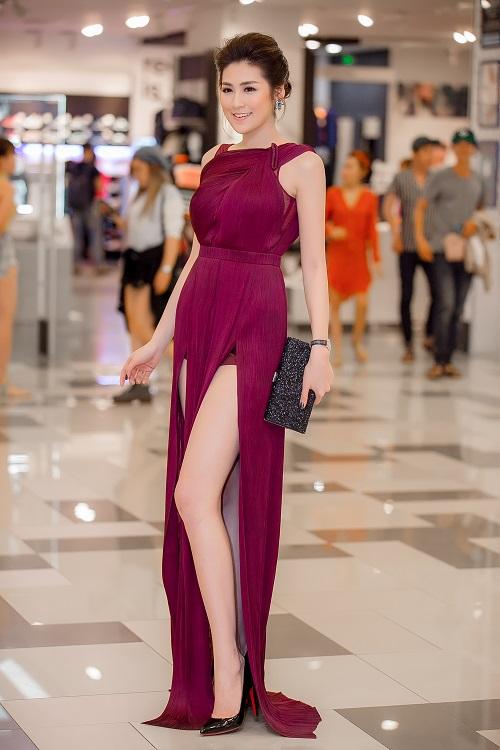 """11 bộ đầm sexy đẳng cấp của """"bạn gái Noo Phước Thịnh"""" - 10"""