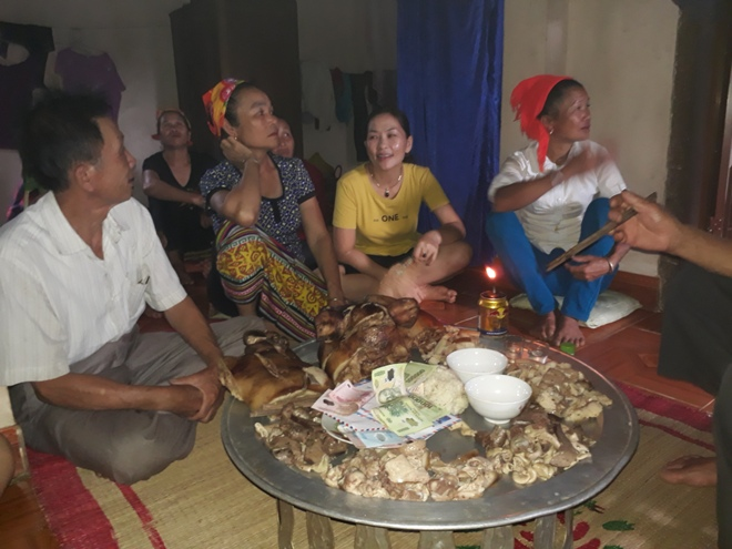 """""""Làm vía"""" - buộc chỉ cổ tay, nét văn hóa truyền thống của người Thái - 2"""