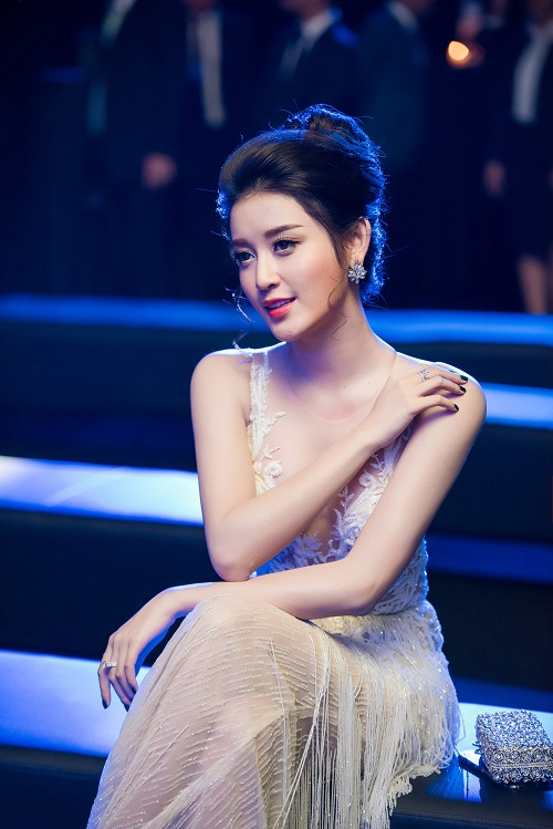 """Huyền My được báo Trung tấm tắc khen """"thiên thần Việt Nam"""" - 8"""