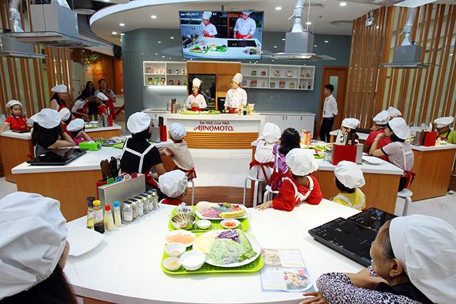 """Khó tin lớp học nấu nướng miễn phí trong căn bếp """"sang chảnh"""" nhất Hà Nội - 1"""