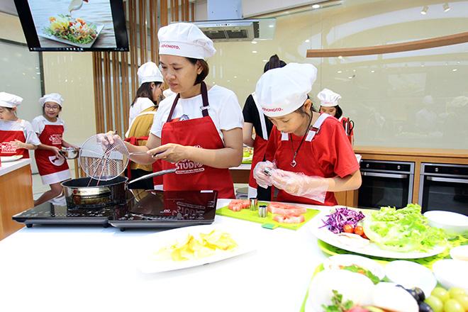 """Khó tin lớp học nấu nướng miễn phí trong căn bếp """"sang chảnh"""" nhất Hà Nội - 2"""