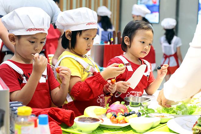 """Khó tin lớp học nấu nướng miễn phí trong căn bếp """"sang chảnh"""" nhất Hà Nội - 8"""
