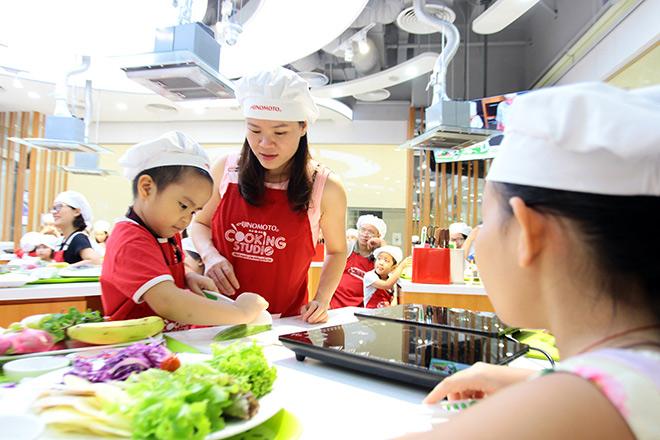 """Khó tin lớp học nấu nướng miễn phí trong căn bếp """"sang chảnh"""" nhất Hà Nội - 9"""