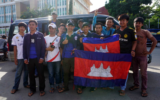 ĐT Việt Nam đấu Campuchia: Fan nữ xinh nhuộm đỏ sân Olympic - 1