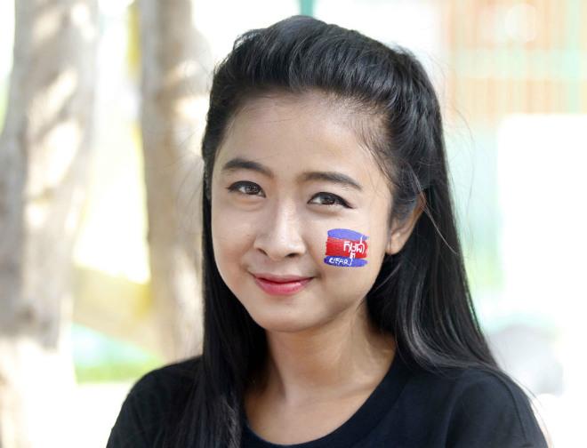 ĐT Việt Nam đấu Campuchia: Fan nữ xinh nhuộm đỏ sân Olympic - 3