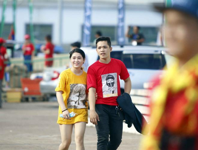 ĐT Việt Nam đấu Campuchia: Fan nữ xinh nhuộm đỏ sân Olympic - 7