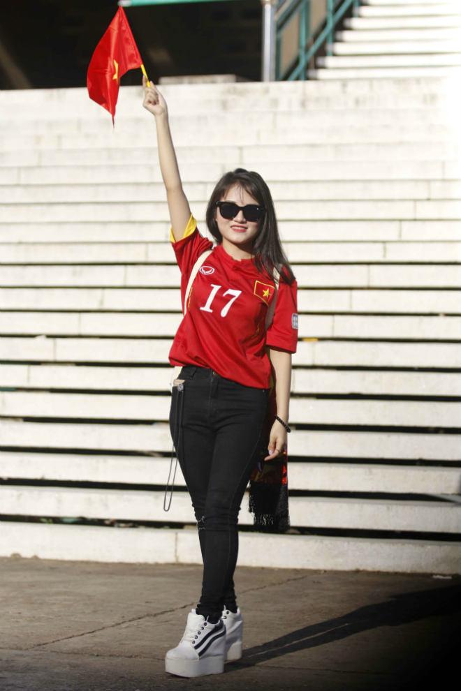 ĐT Việt Nam đấu Campuchia: Fan nữ xinh nhuộm đỏ sân Olympic - 9