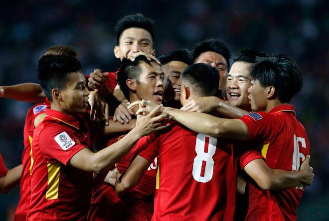 ĐT Việt Nam thắng Campuchia: Đẳng cấp thủ quân Văn Quyết - 2
