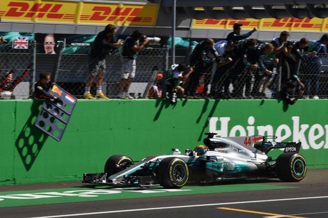 """Đua xe F1, Italian GP: """"Mũi tên bạc"""" bay vút, cho đối thủ """"hít khói"""" - 1"""
