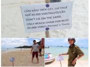 """Tin tức trong ngày - Tấm bảng """"cấm nằm trên cát"""" ở biển Phú Quốc khiến du khách bức xúc"""