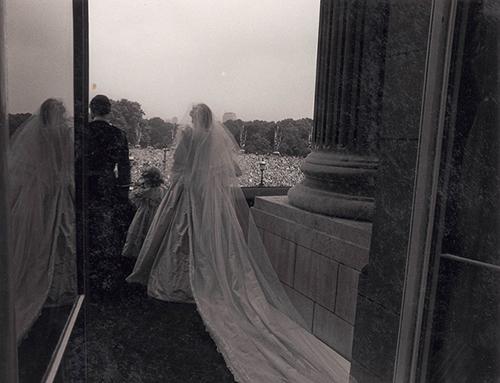 Bí mật ít người hay về váy cưới thế kỷ của Công nương Diana - 3