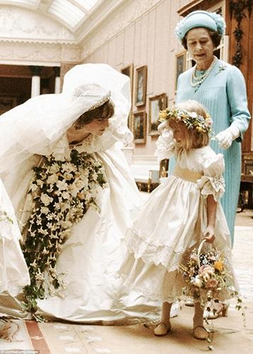 Bí mật ít người hay về váy cưới thế kỷ của Công nương Diana - 4
