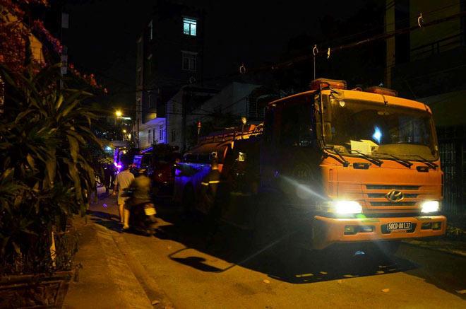 8 người mắc kẹt trong biển lửa ở SG, cứu được 7 người - 2