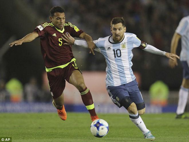 Argentina - Venezuela: Messi mất hút, đối mặt hiểm nguy - 1