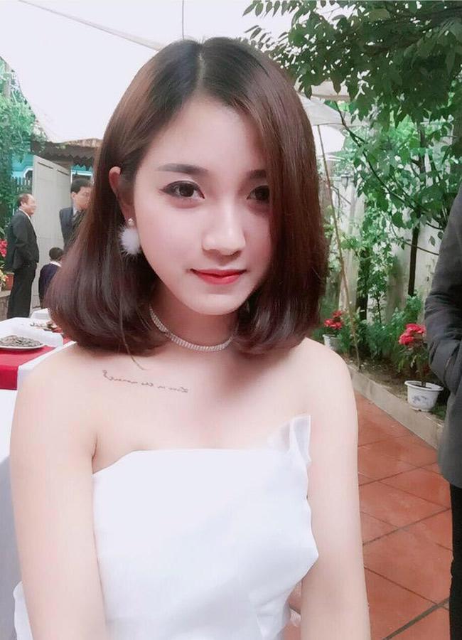 """Hiếm có cô gái nào  """" nổi bền vững """"  như Bùi Thúy Ngân (sinh năm 1991) - giáo viên tiểu học tại Hà Nội. Cách đây 3 năm, Thúy Ngân từng là hiện tượng mạng xã hội với danh xưng  """" cô giáo hot girl """" ."""