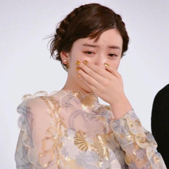Ngọc nữ 17 tuổi Nhật Bản nổi tiếng nhờ khóc đẹp - 3