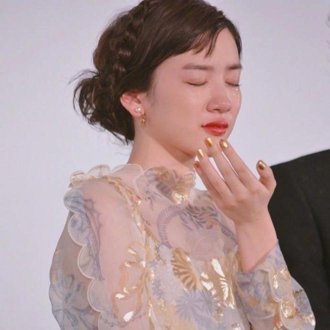 Ngọc nữ 17 tuổi Nhật Bản nổi tiếng nhờ khóc đẹp - 4