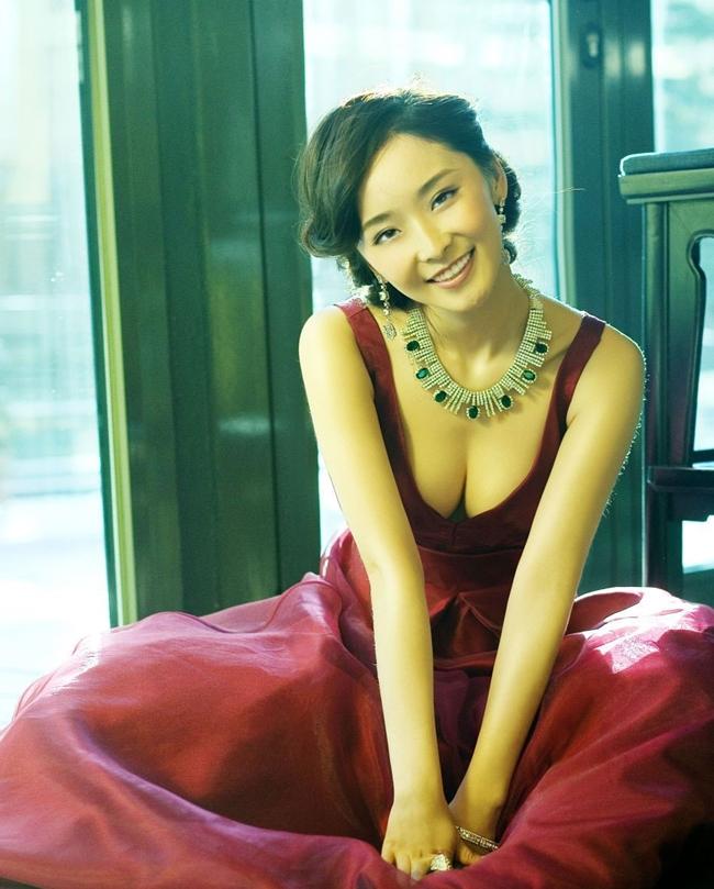 Được tham gia Hoàng Kim Giáp do Trương Nghệ Mưu thực hiện vào năm 2006 là cột mốc bứt phá trong sự nghiệp Lý Mạn. Nhờ mác  Mưu nữ lang , cô từng được kỳ vọng là Củng Lợi, Chương Tử Di thứ hai trên màn ảnh.