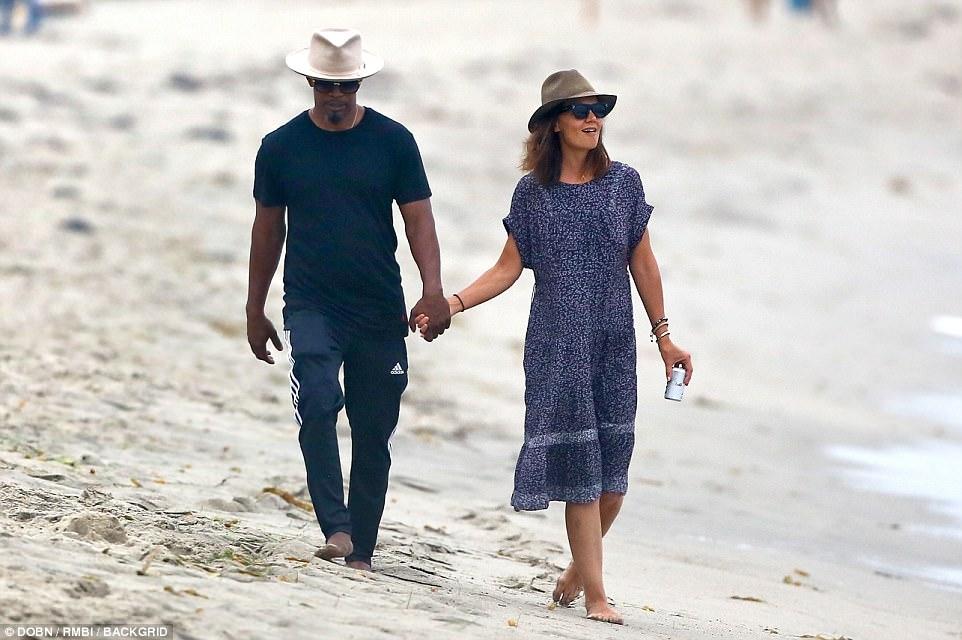 """Vợ cũ Tom Cruise công khai bạn trai da màu sau """"hợp đồng quái gở"""" - 1"""