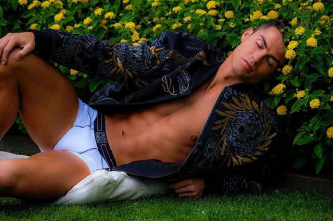 """Ronaldo thăng hoa: Không ăn kiêng, """"cai"""" điện thoại lướt web - 1"""