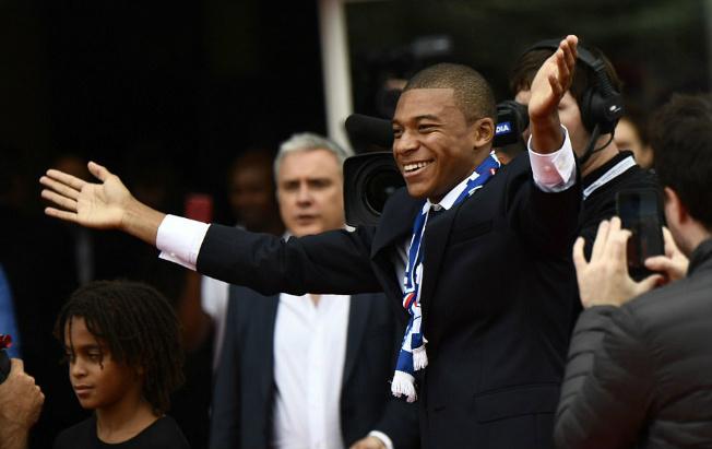 """PSG náo loạn vì """"Bom tấn"""" Mbappe 180 triệu euro: Từng suýt đến Arsenal - 5"""