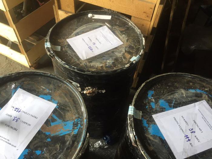 Phát hiện hơn 1.000 kg ngà voi núp trong... thùng phuy - 8