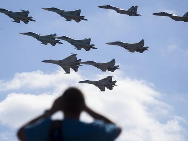 """Tướng NATO cảnh báo Putin đang """"chuẩn bị chiến tranh lớn"""" - 4"""