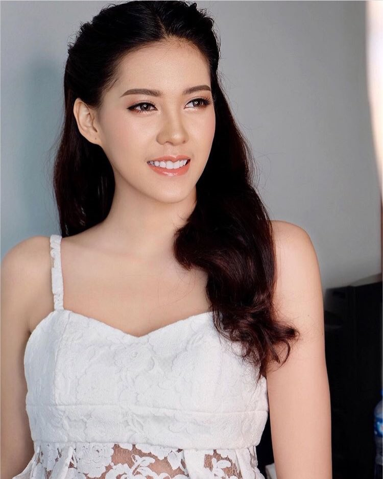 """Hoa hậu Lào """"xinh như tiên"""" lần đầu đọ sắc Đỗ Mỹ Linh - 4"""