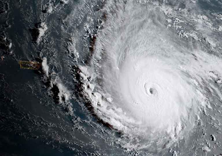 """Siêu bão """"quái vật"""" khiến hòn đảo Caribe không sống nổi - 1"""