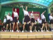 Bạn trẻ - Cuộc sống - Vũ đạo nóng bỏng trong lễ khai giảng của học sinh gây bão