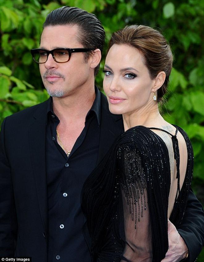 Brad Pitt bất ngờ đẩy nhanh quá trình ly hôn trước tin đồn tái hợp - 1