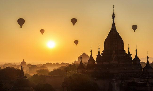 Du khách Zacho Ho đã có cơ hội trải nghiệm và ghi lại những hình ảnh về phong cảnh và cuộc sống thanh bình tại vùng ngoại ô thành phố cổ Bagan.