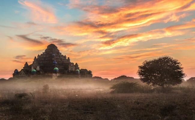 Vùng ngoại ô thành phố Bagan nổi tiếng với những ngôi đền cổ huyền bí.