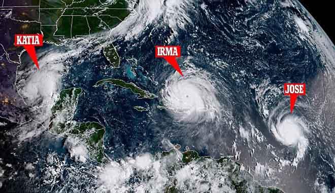 Cảnh 3 siêu bão Đại Tây Dương đáng sợ bao vây nước Mỹ - 1
