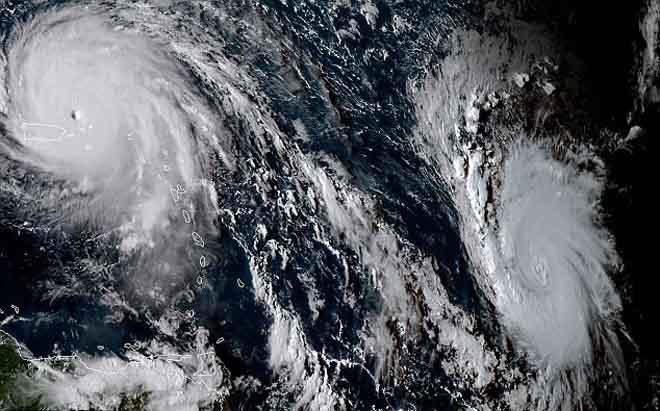 Cảnh 3 siêu bão Đại Tây Dương đáng sợ bao vây nước Mỹ - 2