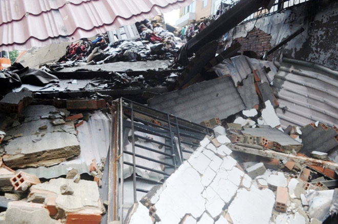 Hiện trường đổ nát trong vụ cháy khiến 3 cảnh sát thương vong - 9
