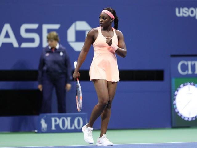 """Clip hot US Open: """"Tiểu Serena"""" lên lưới lốp bóng, Venus vỡ mộng vô địch"""