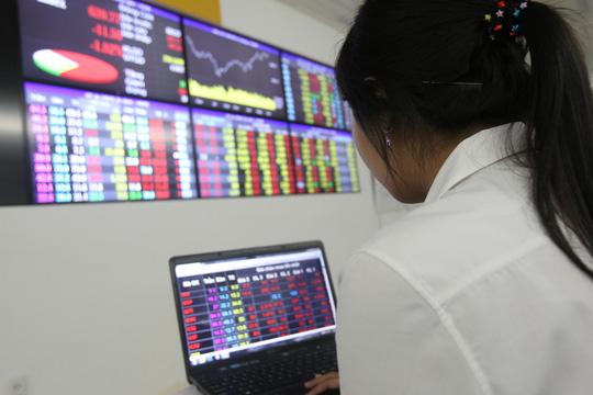 VN-Index vượt 800 điểm, chứng khoán trở lại thời hoàng kim? - 1