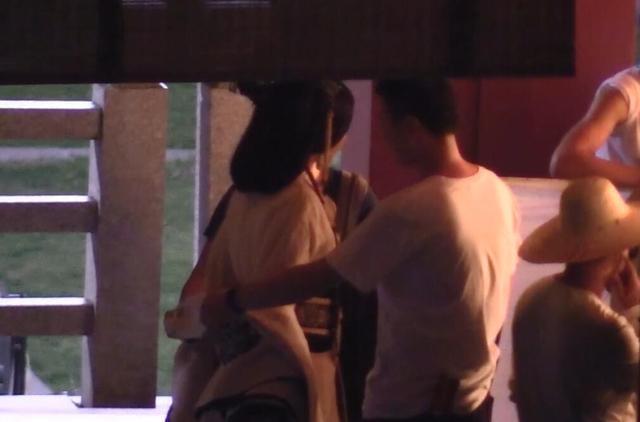 Phạm Băng Băng diện áo mỏng tang trên phim trường nóng nực - 5