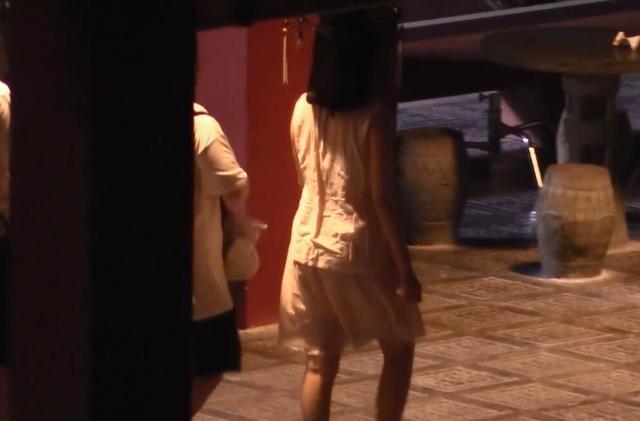 Phạm Băng Băng diện áo mỏng tang trên phim trường nóng nực - 10