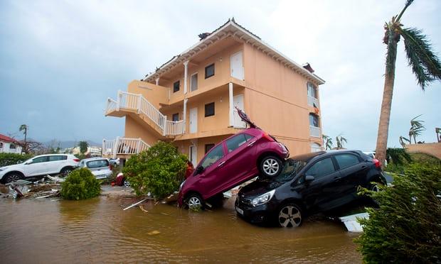 Siêu bão Irma: Xe hơi bay, xe container cũng bay - 3