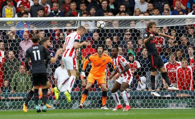 MU họp báo đấu Stoke: Mourinho vỗ ngực tự khen sức mạnh - 2