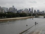 Thế giới - Siêu bão Harvey trút mưa nặng tới mức lún cả vỏ trái đất